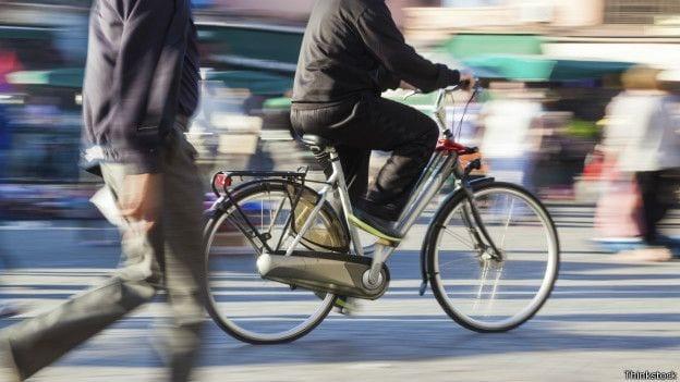 Andar de bicicleta Ajuda a reduzir poluição
