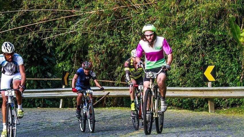 ciclista_com_bicicleta_de_1966_que_pesa_17kg_participa_em_prova_e_acaba_em_3o_lugar_1