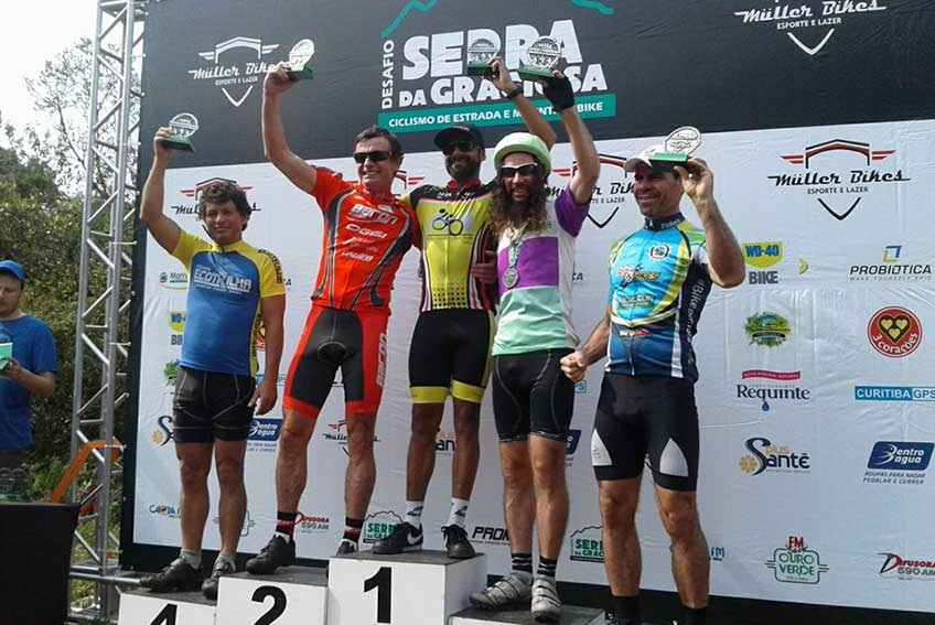 ciclista_com_bicicleta_de_1966_que_pesa_17kg_participa_em_prova_e_acaba_em_3o_lugar_2