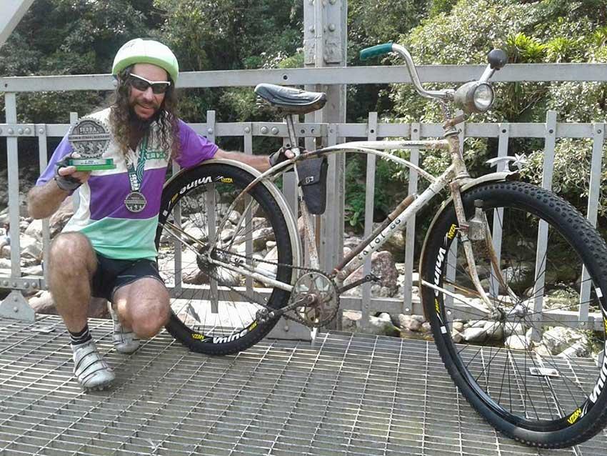 ciclista_com_bicicleta_de_1966_que_pesa_17kg_participa_em_prova_e_acaba_em_3o_lugar_4