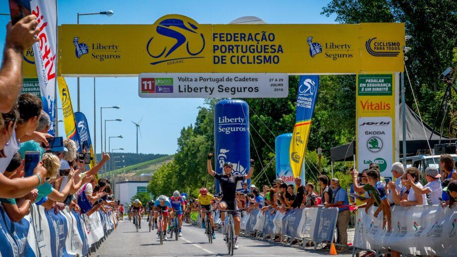 5805ba3976 A terceira e última etapa acabou por ser discutida por um grupo de oito  ciclistas