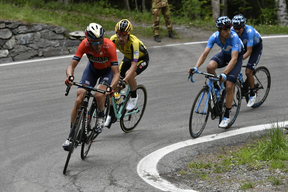 Richard Carapaz vence a conquistar a 14.ª etapa do Giro d'Italia