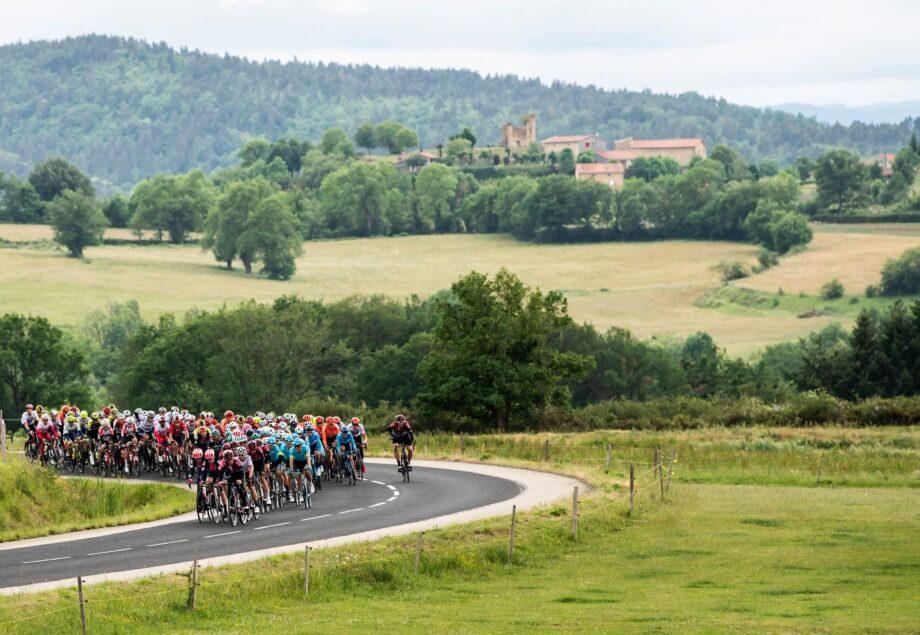 Dylan Teuns vence 2ª etapa e é o novo camisola amarela do Critérium du Dauphiné