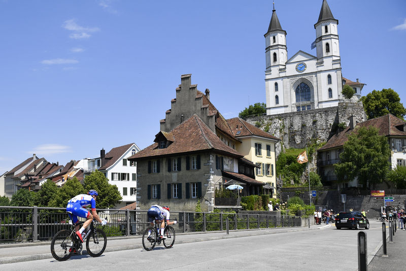 Elia Viviani volta a vencer etapa e Sagan mantém liderança da Volta à Suíça