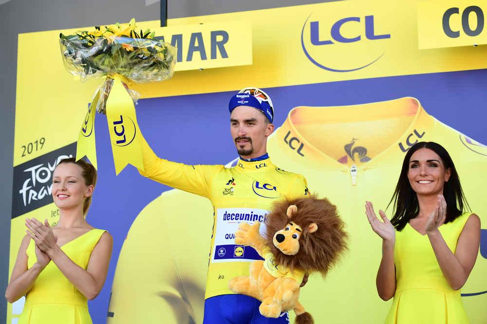 Peter Sagan vence quinta da Volta a França, Julian Alaphilippe segura camisola amarela