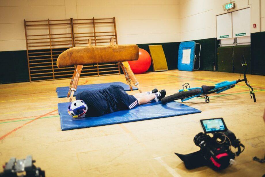 Nos bastidores do vídeo de Danny MacAskill, o treino no ginásio