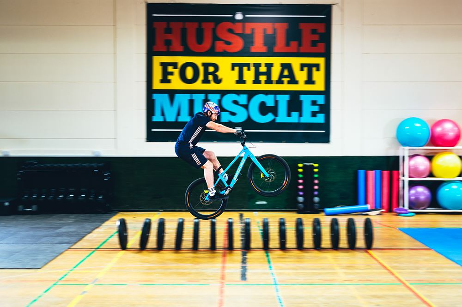 O treino de Danny MacAskill no ginásio