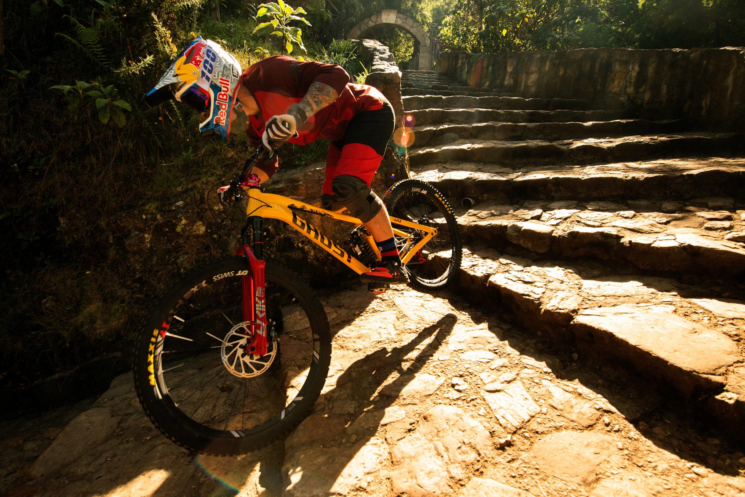 Tomáš Slavík o rei do Red Bull Monserrate Cerro Abajo 2020