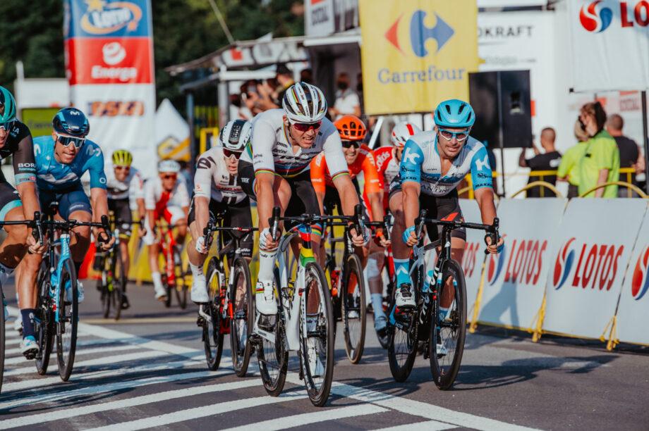 Mads Pedersen vence 2ª etapa da Volta à Polónia e assume liderança