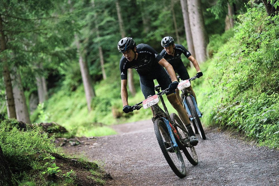 Nino Schurter e Lars Forster vencem a etapa de abertura do Swiss Epic 2020