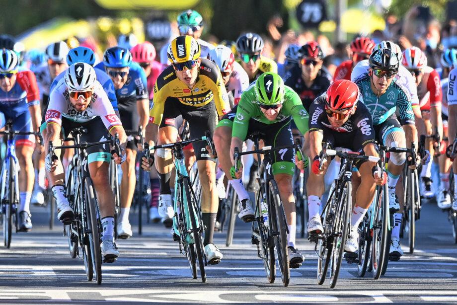 Caleb Ewan ganhou, mas a história do dia no Tour de France foi protagonizada por Peter Sagan