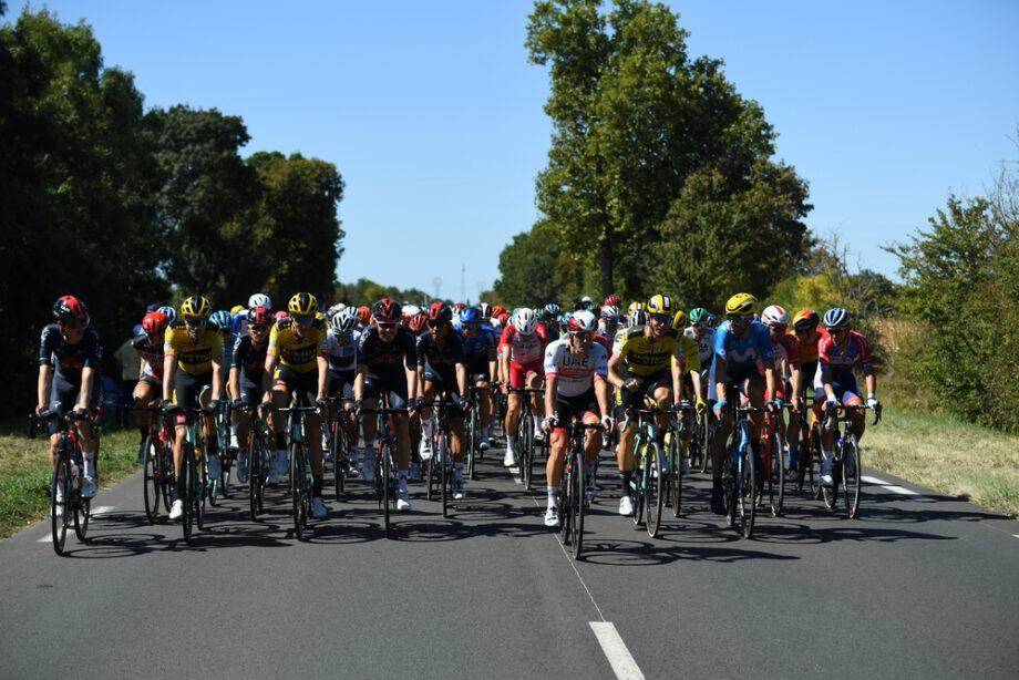 Caleb Ewan vence 11.ª etapa do Tour em que Peter Sagan foi relegado para último do pelotão