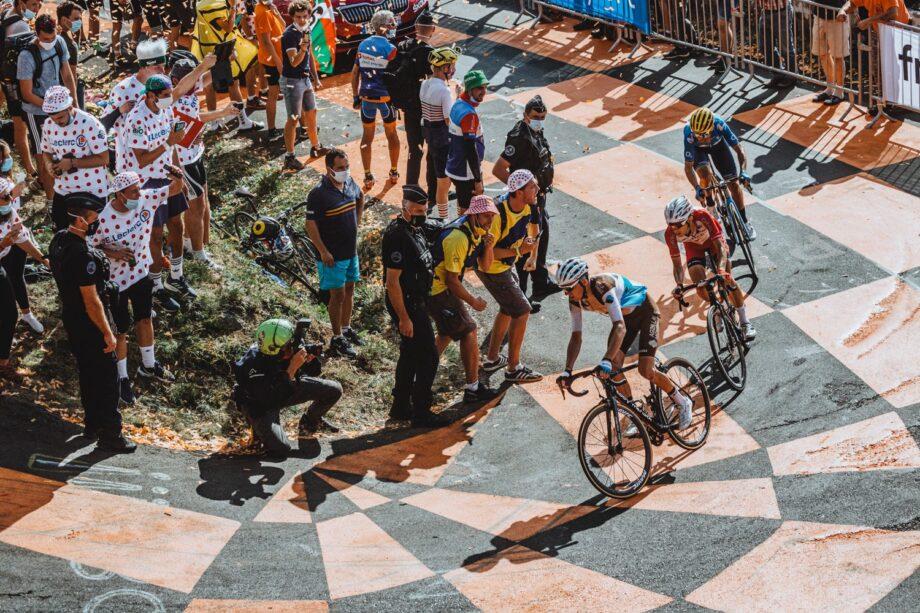 Romain Bardet abandona o Tour após queda na 13.ª etapa