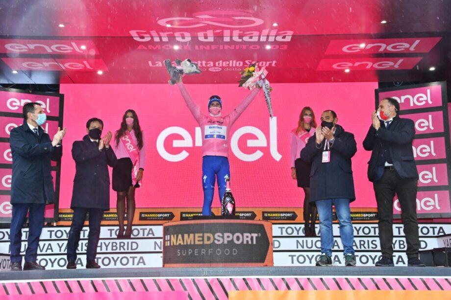 Portugal em dia de glória no Giro d'Italia com triunfo de Ruben Guerreiro e liderança de João Almeida