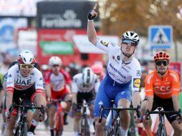 Sam Bennett vence quarta etapa ao 'sprint', Primoz Roglic segue líder da Vuelta